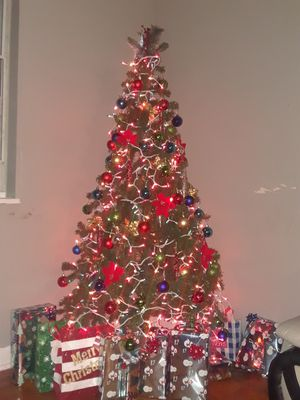 Christmas tree 6 ft for Sale in Mount Rainier, MD
