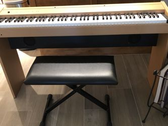 Electric Piano Excellent Condition for Sale in Fort Myers,  FL