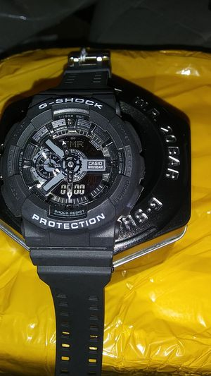 G shock watch with case for Sale in Appleton, WI