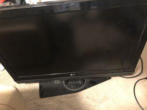Lg 37 inch tv lcd for Sale in Woodbridge, VA