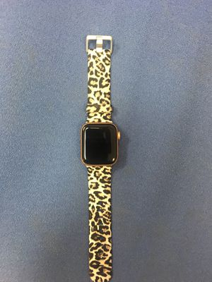 Apple Watch Series 4 40 MM GPS + CELLULAR for Sale in Houston, TX