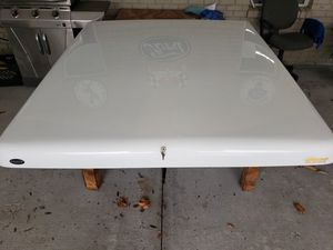 Toyota 6 ft White Fiberglass Tunneau cover off a 2011 Toyota Tacoma Prerunner Xcab with 6 ft bed for Sale in Tampa, FL