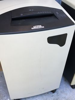 Fellows power shredder excellent condition $150 for Sale in Mulberry,  FL
