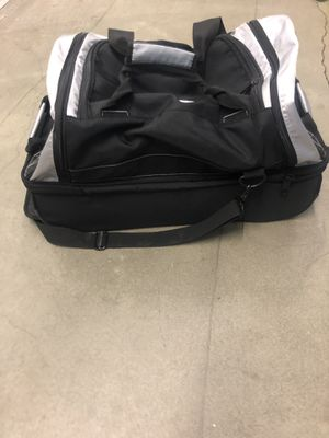 Louisville Slugger EB Clubhouse Split Level Duffle Bag for Sale in Buena Park, CA