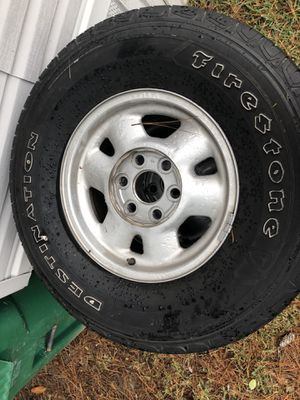 99 GMC stock rims and tires with center caps for Sale in Kiln, MS