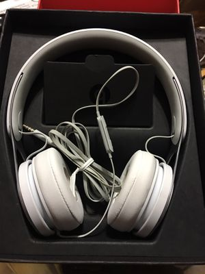 Beats by Dr. Dre EP White Wired On Ear Headphones ML9A2LL/A for Sale in Providence, RI