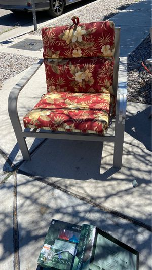 2 patio chair with cushions for Sale in Albuquerque, NM