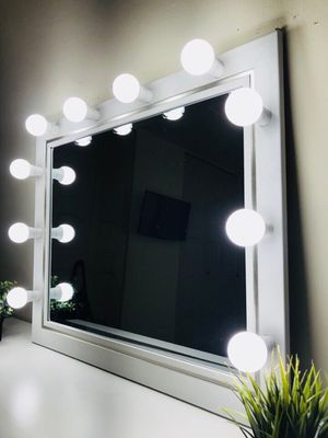 New makeup vanity mirror for Sale in Elmwood Park, IL