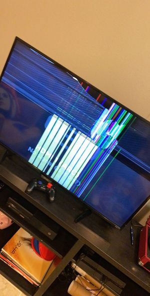 Roku TV 44 inches BROKEN for Sale in Lake Forest, CA