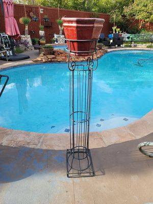 4ft metal flower pot stand with pot for Sale in Flower Mound, TX