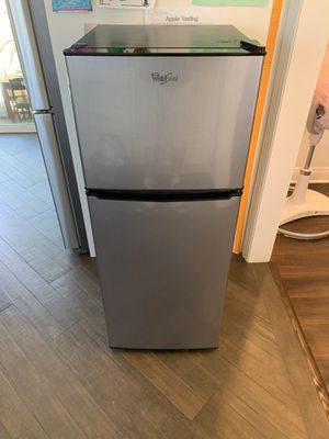 Whirlpool mini Refrigerator and Freezer for Sale in Glendale, CA