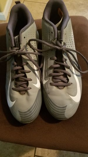 Mens used Nike baseball shoes size 11 for Sale in Madera, CA