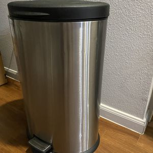 Black Top Stainless steel Trash Can for Sale in Houston, TX