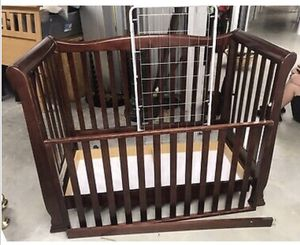 Bellini Baby Alexander Convertible Crib for Sale in Bala Cynwyd, PA