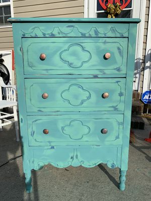 Vintage Peacock Chest Of Drawers for Sale in Burlington, NC