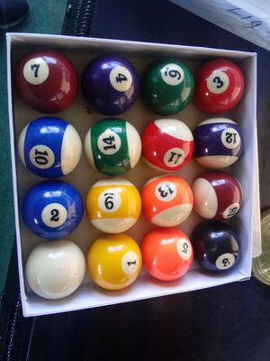 standard pool table ball set for Sale in Fort Meade, FL