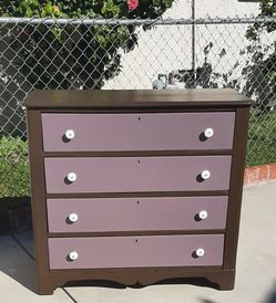 Small Refinished Wooden 4 Drawer Dresser for Sale in Los Angeles,  CA