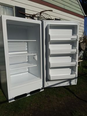 Very Clean Great working. Frigidaire 13 cubic ft upright Freezer for Sale in Fircrest, WA