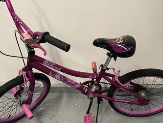 Girls Kent Bike 20inch wheel for Sale in Bothell,  WA