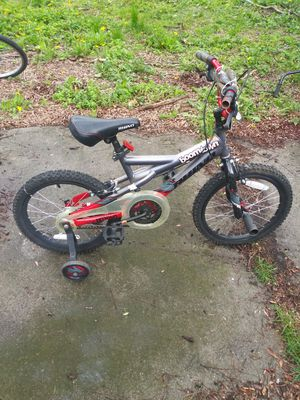 Kids bike with training wheels good condition for Sale in Romulus, MI