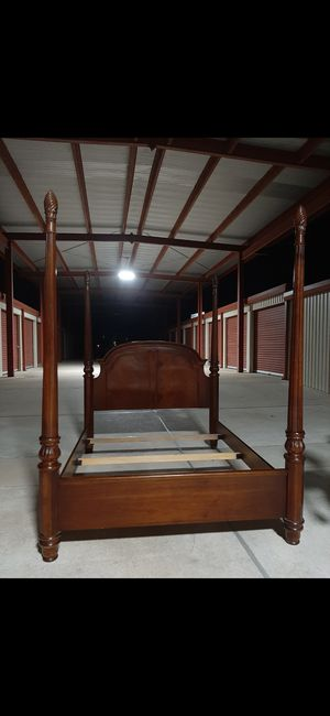 BED FRAME Y LAMPARA ☝️☝️☝️ for Sale in Houston, TX