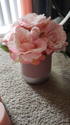 Vase and flowers for Sale in Richland Hills, TX