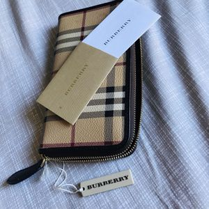 Burberry Second Love, Mint Condition And Lots Of Space For Everything for Sale in Los Angeles, CA