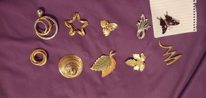 8 brooches. Great condition. for Sale in Austin, TX
