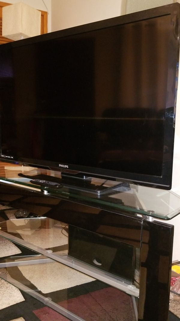 TV and Stand /Phillips TV