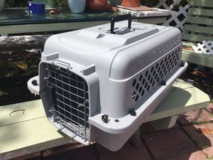Dog carrier, like new, medium dog Hurry at this price it won't last!!! Only $25 We located in Miami Beach Off 94 street and Collins Ave for Sale in Miami Beach, FL