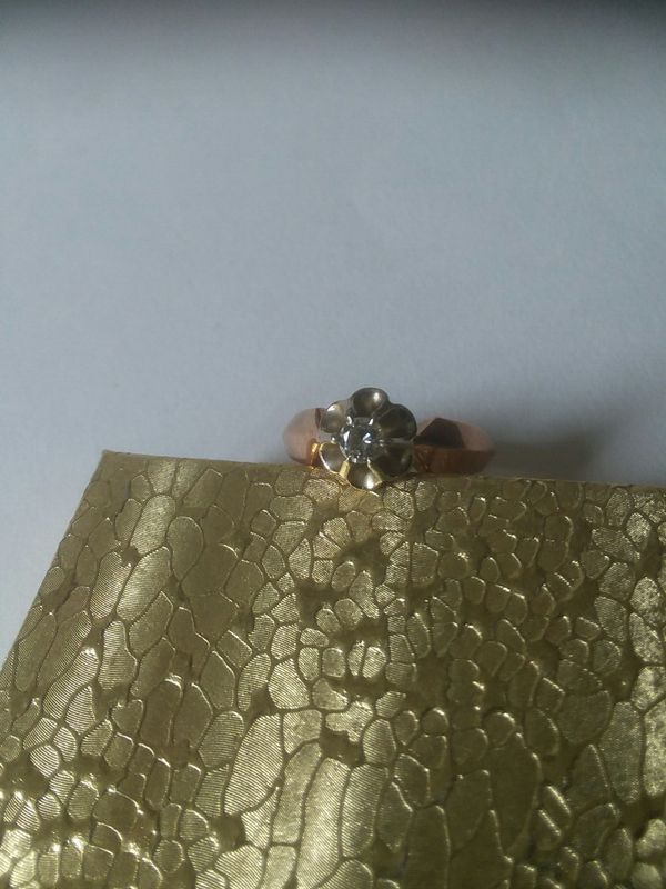 Vintage 14K gold ladies size 8 ring with diamond.