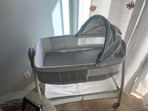 Graco bassinet/changing table for Sale in Palmdale, CA