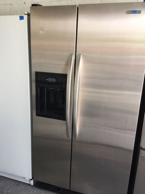 """KitchenAid stainless steel refrigerator 36""""W in excellent condition plus 4 months guarantee for Sale in Pompano Beach, FL"""