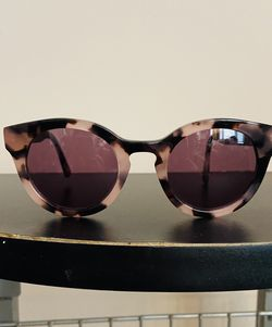 Guess Sunglasses With Case for Sale in Nashville,  TN