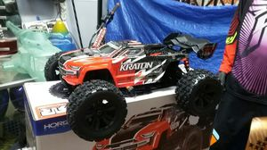 Arrma kraton BLX 6s combo deal with lithium batteries and a charger for Sale in Los Angeles, CA