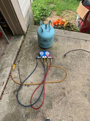 Us General gages with 134A Freon tank quarter tank filled for Sale in Columbus, OH