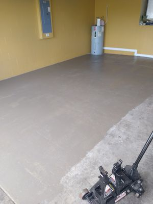 Floor painting and exposy pintamos piso y exposy for Sale in Haines City, FL