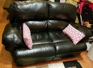 Excellent condition leather reclining love seat for Sale in Jersey City, NJ