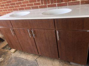 Gabinetes de baño 66 x 34 for Sale in Garland, TX