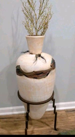 Ashley Vase for Sale in Glendale Heights, IL