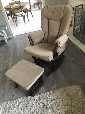 Glider and footstool for Sale in Corona, CA