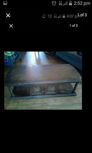 Coffee table and matching endtables for Sale in Cleveland, OH