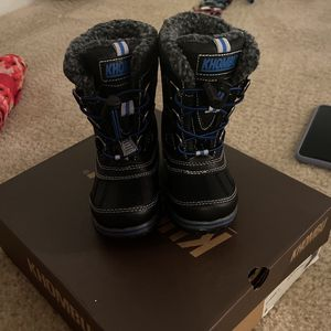 Little Boys Snow Boots Size 8 for Sale in Potomac, MD