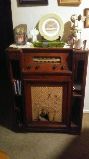 Antique Radio/Turn Table for Sale in Oroville, CA