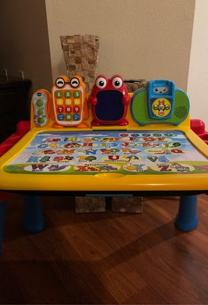 VTech Touch And Learn Activity Deluxe Desk For Kids (USED) for Sale in Los Angeles, CA