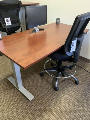 Cherry sit stand office desk for Sale in Tigard, OR