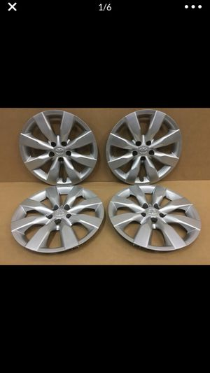 "(4) Toyota Corolla 16"" Original Factory OEM Genuine wheel covers hubcaps tapa de goma llanta for Sale in Hialeah, FL"