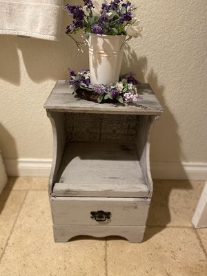 Farmhouse nightstand/end table for Sale in Valley Center, CA