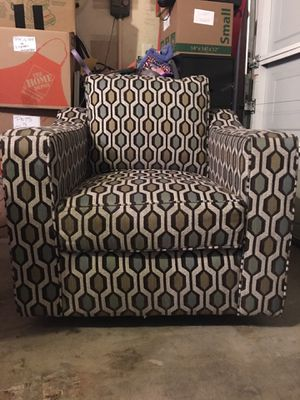 Swivel accent chair for Sale in Las Vegas, NV