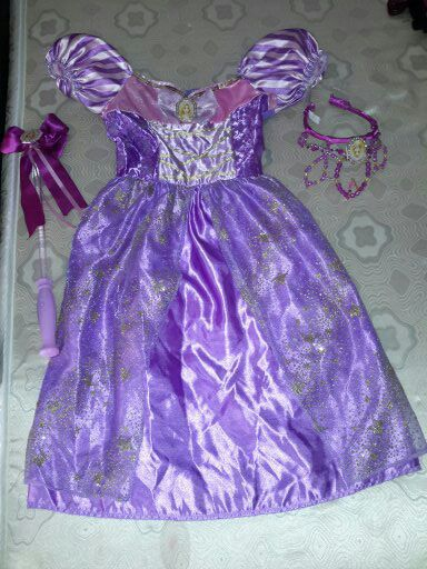 $25 tangled rapunzel costume girl's size 4-6x comes with crown and light up wand